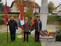 V Loki pri Mengšu je bila žalna slovesnost pri spomeniku žrtvam NOB